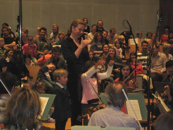 Kinder dirigieren mit Olga