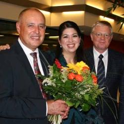 Freude auch beim RSO: Natalie Chee und Ansgar Schneider gratulieren
