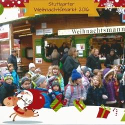 """Vor dem Stand von """"Weihnachtsmann & Co"""""""