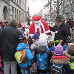 Der Nikolaus verteilt wieder Geschenkle